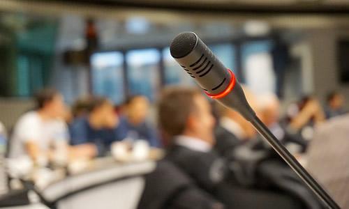 microphone-704255_640